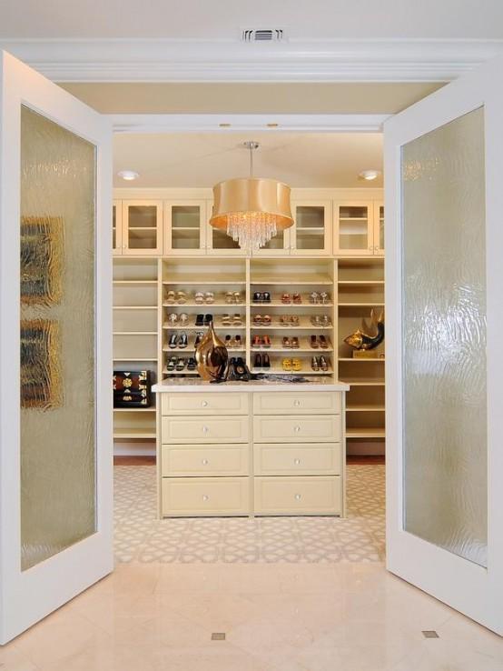 40 Pretty Feminine WalkIn Closet Design Ideas  DigsDigs