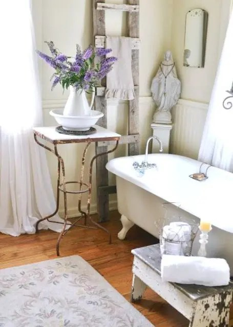 26 Refined Dcor Ideas For A Vintage Bathroom  DigsDigs