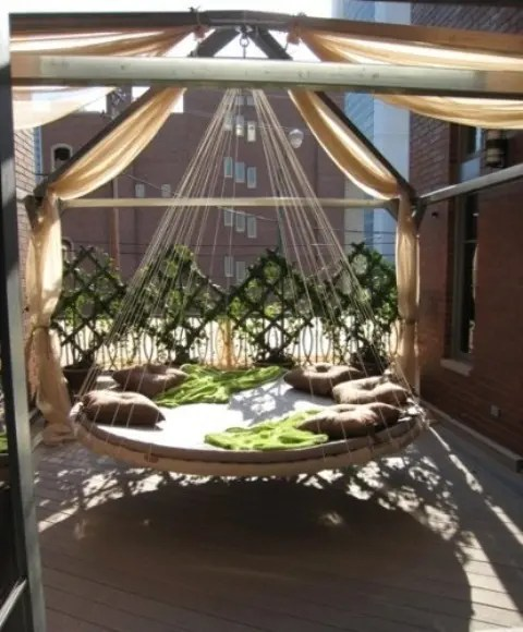 swinging outdoor chair stools with backs 39 relaxing hanging beds for your home - digsdigs
