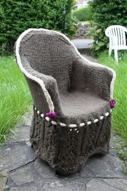 38 Soft And Cozy Knitted Furniture Pieces For Fall And