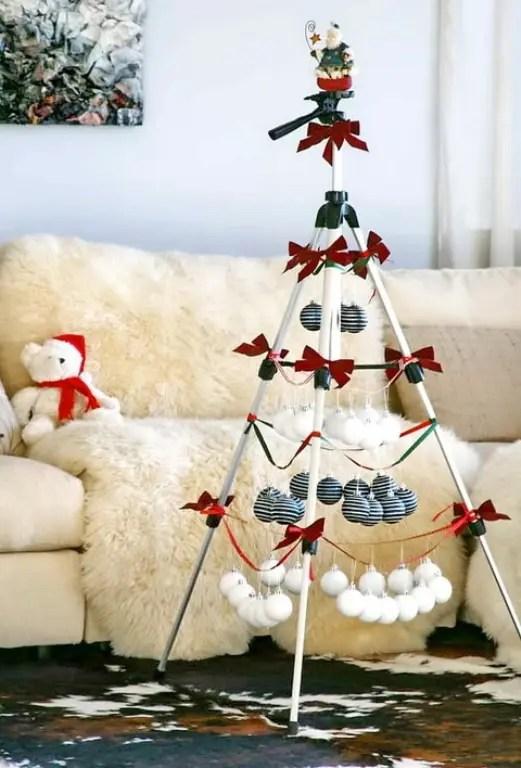 10 Stylish Black And White Christmas Dcor Ideas  DigsDigs