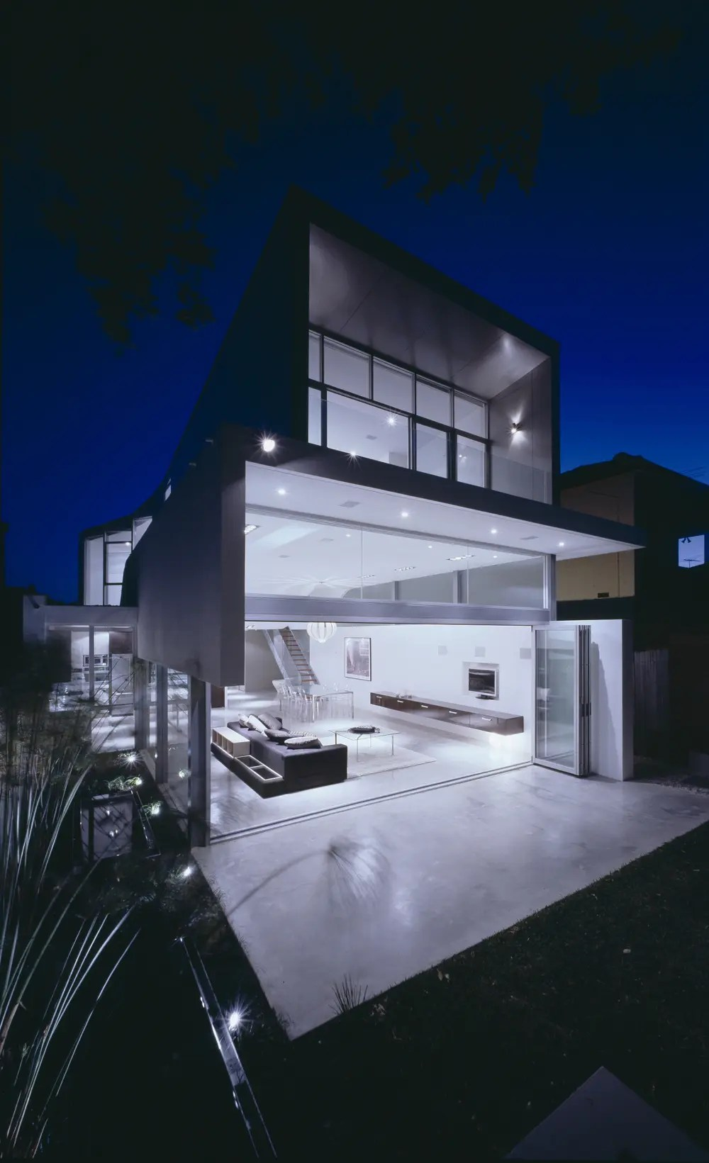 Modern Minimalist Beach House  Wave House by Tony Owen NDM  DigsDigs