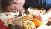 Jangan Langsung Tidur Seusai Makan Sahur Kalau Tak Mau Dada Terbakar