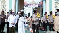 Sambut HUT Bhayangkara ke-74, Polda Sumut Bantu Bersihkan Rumah Ibadah