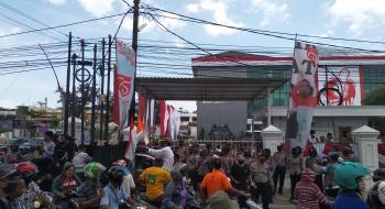 Polisi Sambut Ribuan Pengunjuk Rasa di Depan BPN Sumut