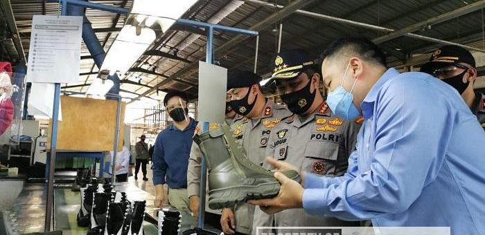 Kabaharkam Polri Kunjungi Pabrik Pembuat Perlengkapan Pertahanan Dalam Negeri