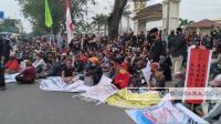 Masalah Tanah Tak Kunjung Selesai, Massa KRB Geruduk Kantor BPN