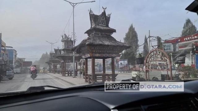 Sinabung Erupsi Lagu, Jalan di Kota Wisata Berastagi Terutup Abu Vulkanik