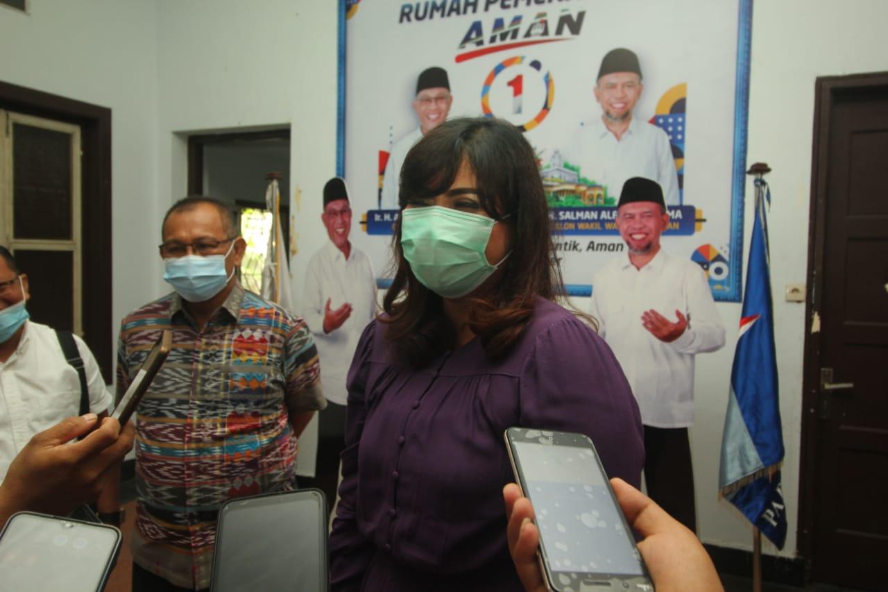 Kader Partai Gerindra, Suryani Paskah Naiborhu, menyatakan dukungannya kepada pasangan Akhyar-Salman di Pilkada Medan 2020.