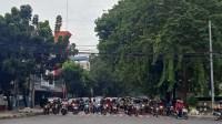 Selasa Pagi, Pengendara Memadati Arus Lalu Lintas di Persimpangan Lapangan Merdeka