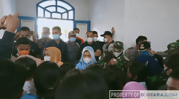 Gubernur Sumut Kunjungi Posko Pengungsian Korban Banjir