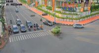 Jumat Pagi, Pengendara Lengang Di Persimpangan TVRI