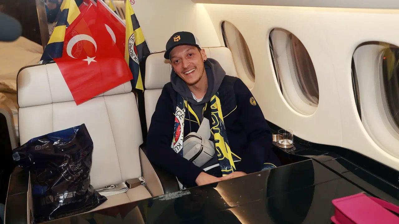 Arsenal Resmi Lepas Mesut Ozil ke Fenerbahce