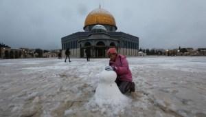 Masjid Al Aqsa Diselimuti Salju
