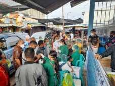 Pemkot Kupang Uji Coba GeNose di Pasar, Pedagang dan Pembeli Antusias Tes Covid-19