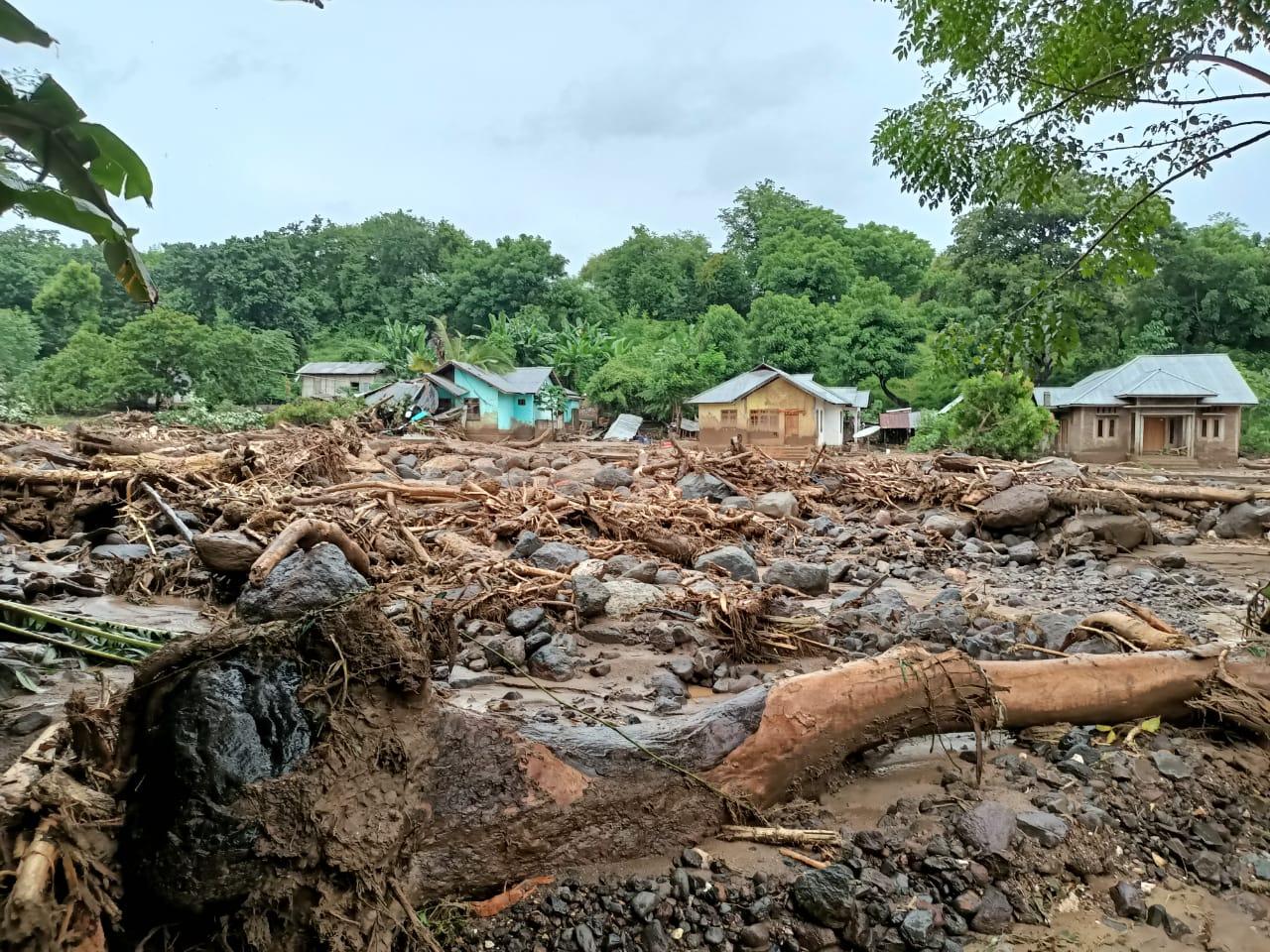Korban Meninggal Tanah Longsor dan Banjir di Lembata Jadi 16 Orang