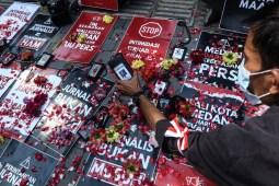 Soal Pengusiran di Balaikota, Jurnalis Tabur Bunga di Depan Kantor Pemko Medan