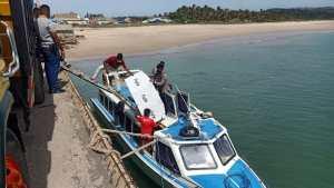Pakai Perahu Motor, KPU Distribusi Logistik Pilkada ke Pulau Raijua