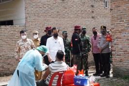 Pastikan Vaksinasi Massal Door to Door, Presiden Jokowi Sisir Warga Hingga ke Dusun di Deliserdang
