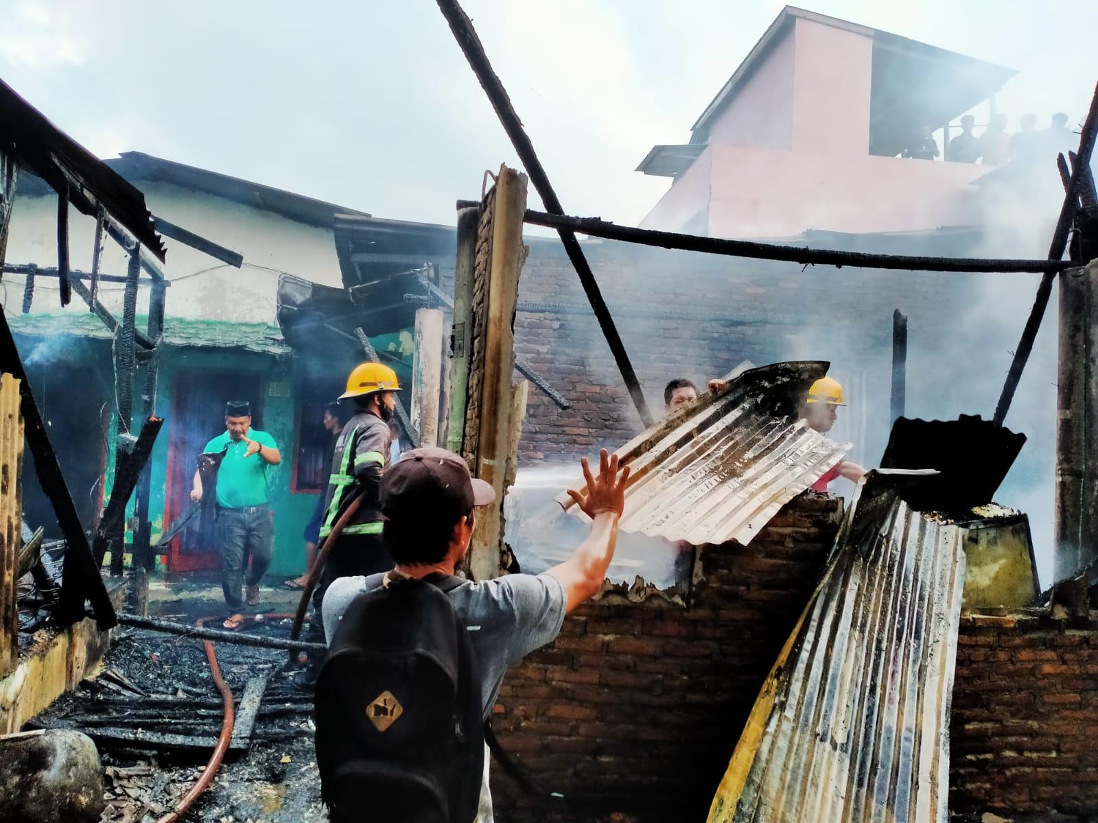 Minyak Kompor Tumpah ke Kasur, 2 Rumah di Deliserdang Ludes Terbakar
