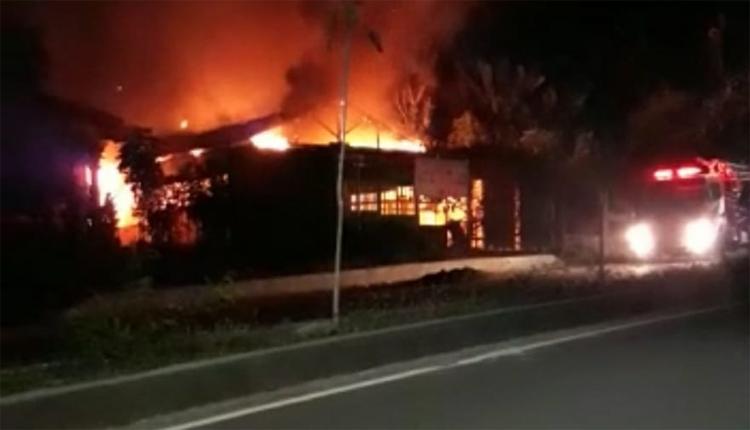 Rumah Makan dan Rumah Warga di Labuan Bajo Terbakar