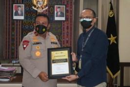 Kapolda, Wakapolda dan Anggota Polda NTT dapat Penghargaan Optimalisasi Pajak
