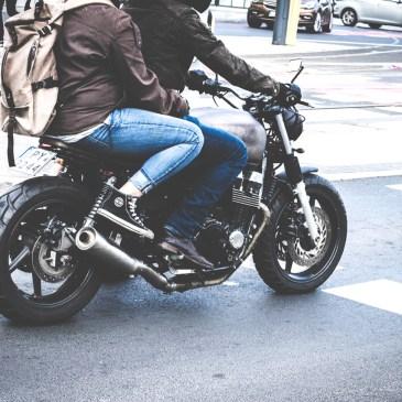 Cuidate al manejar en motocicleta.
