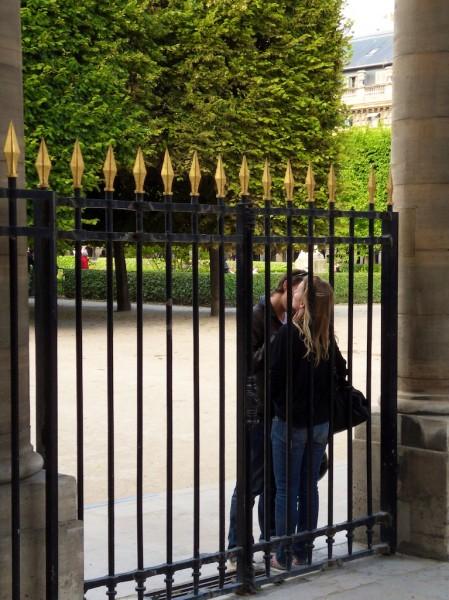 1-24h-a-paris-en-4-je-taime-16h-au-jardin-du-palais-royal