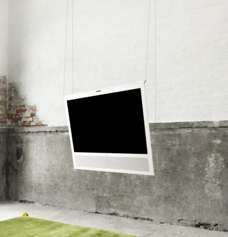 En mai, c'est BeoPlay : une TV (V1) , une enceinte iPad (A3), et un dock AirPlay (A8)