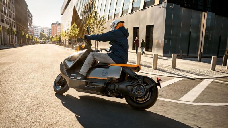 CE 04 : BMW ose révolutionner son scooter électrique