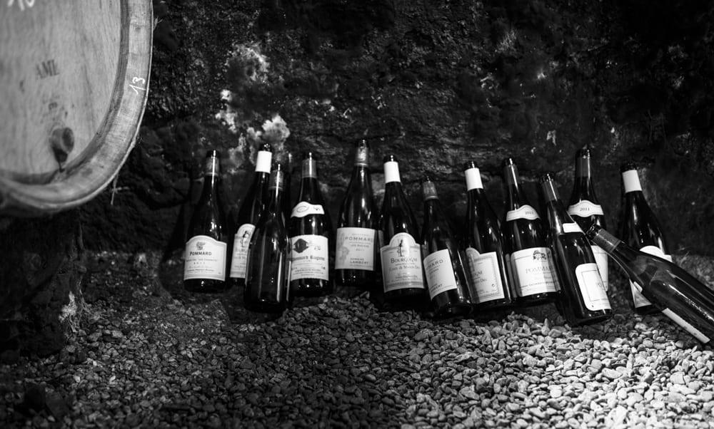 Hep sommelier quid de la bouteille vide sur la table - La bouteille sur la table ...