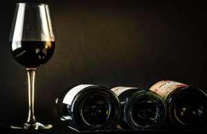 Hep sommelier! Debout ou couchées les bouteilles?