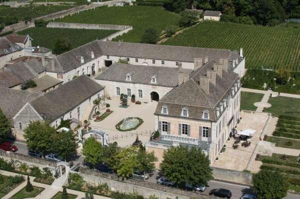 aeral-view-of-chateau-de-pommard-moyen