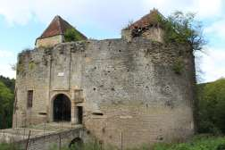Asnières-en-Montagne_-_Chateau_de_Rochefort_01
