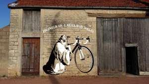 Saint Bernard, fan du vélo et du Tour de France