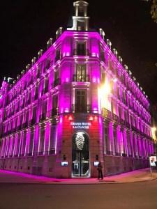 Dons en rose pour le Grand Hôtel La Cloche