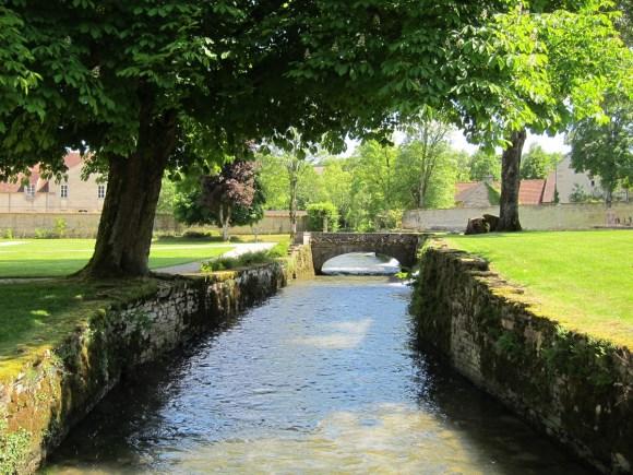 L'Aube traversant l'Abbaye d'Auberive