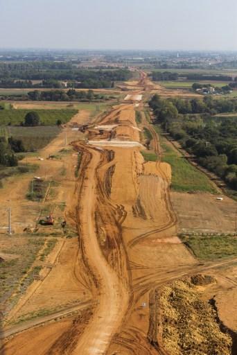 Les TP n'ont pas un avenir tracé d'avance. Le sort des grands chantiers dépend des politiques mises en place par les collectivités, de celles-ci dépendent beaucoup à leur tour les 10 000 emplois que représente le secteur en Bourgogne-Franche-Comté, dont 6 800 rien que sur la seule Bourgogne. ©Fotolia