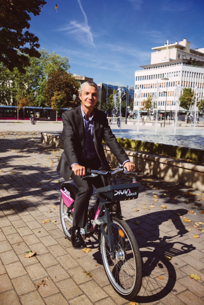 Directeur général du réseau Keolis dijonnais depuis fin 2013, Laurent Verschelde a vu Dijon Métropole lui déléguer la gestion du transport urbain (bus, tram, vélo), des stationnements et de la fourrière automobile jusqu'en 2023 au moins. Une centralisation unique en France.