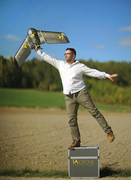 Expérimenté, Thomas Lallouette a fait ses preuves dans un domaine très pointu. Il veut maintenant relever le challenge en volant définitivement de ses propres ailes.