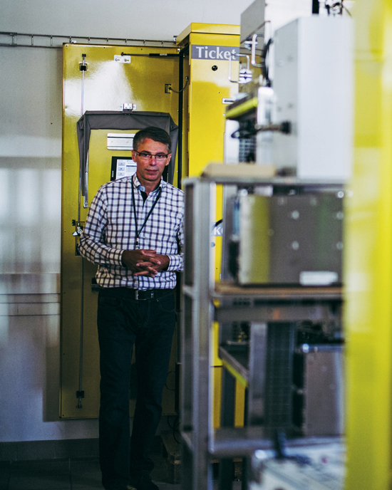 Chef de service à la DISI, Patrick Bézuel est l'un des développeurs des nombreuses machines d'APRR. Ce département informatique et technique est le garant d'un besoin d'innovation constant.