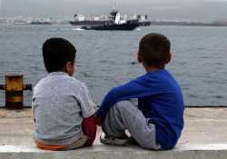Η κακοκαιρία «φρέναρε» την άφιξη νέων προσφύγων στα νησιά