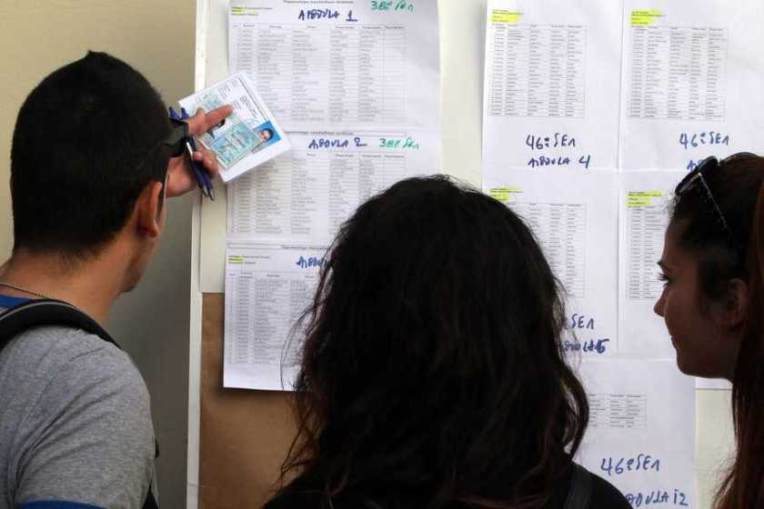 Σχέδιο για εισαγωγή στα μισά πανεπιστήμια χωρίς Πανελλήνιες εξετάσεις