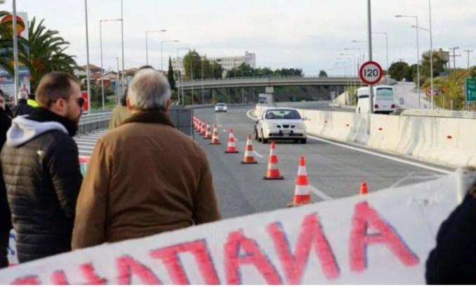 «Μπλόκο» στο Αίγιο λόγω... ΑΕΙ Φυσικοθεραπείας, μέρα υπομονής για τους οδηγούς στην Πατρών - Κορίνθου