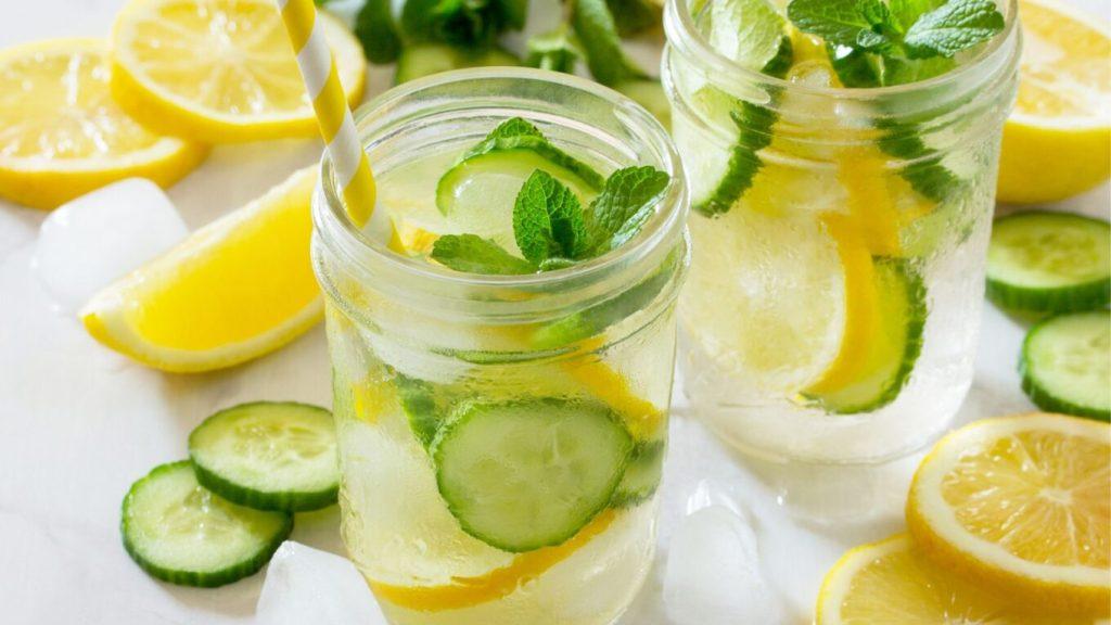 acqua disintossicante con cetriolo
