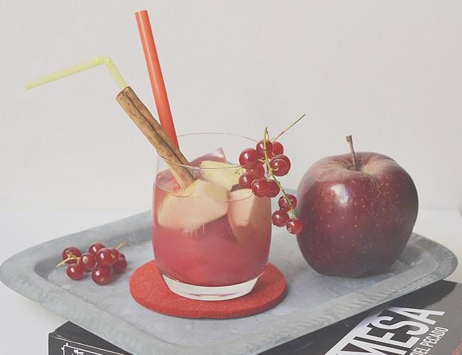 Sangría Pecadora, un sugerente cocktail con maridaje de hojaldre de queso y gelée de vino (videoreceta)