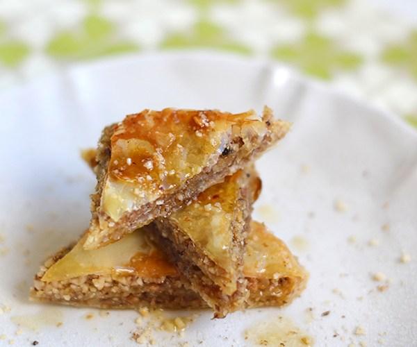 Baklava con almendras, nueces y avellanas al agua de azahar