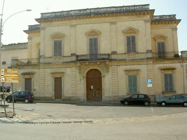 Antico palazzo signorile nel centro storico di Parabita volte a stella e padiglione affrescato a 10 km dal mare  50000000 trattabile