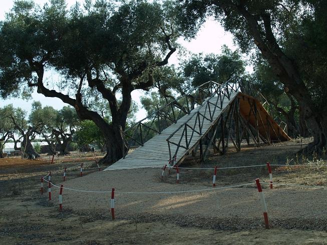 vendesi villa liberty con 45000 mq di terreno piscina campo da tennis e beach volley a pochi