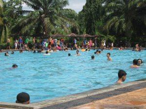 Imbas Berenang di Kolam Renang Biasa